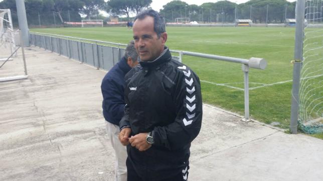 Álvaro Cervera en su primer entrenamiento en El Rosal