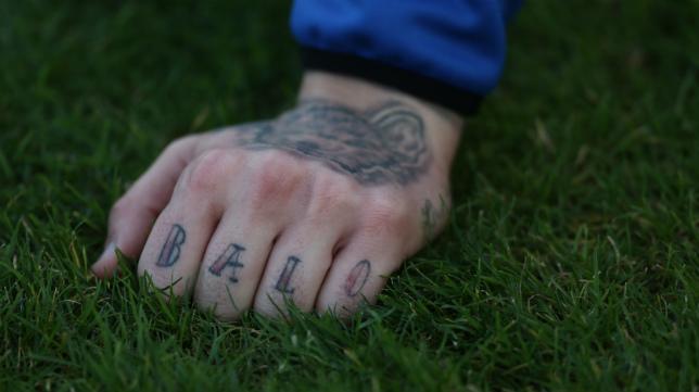 Pol lleva en su mano izquierda el recuerdo de perro.