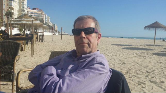 Tomás Guasch, en la playa Victoria de Cádiz.