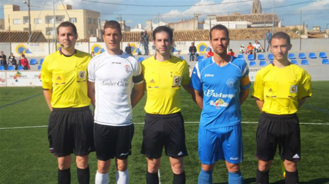 González Esteban (centro), durante un encuentro en 2013 / Foto: www.futbolbalear.es