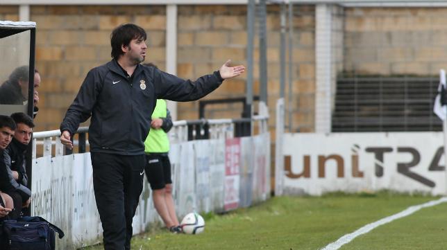 Aitor Zulaika es el entrenador del conjunto irundarra.