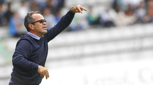 Álvaro Cervera durante un partido del Cádiz CF