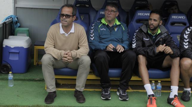 Álvaro Cervera, junto a Javier Manzano y Andrés Blanco, antes del partido ante el UCAM.