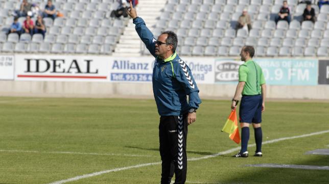Álvaro Cervera en el duelo ante el Jaén