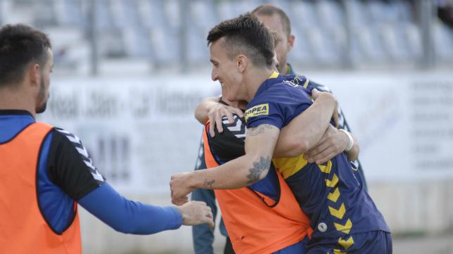 Salvi celebra su gol ante el Jaén