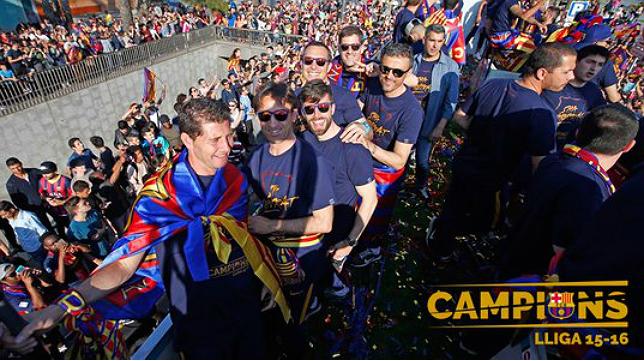 El gaditano Jesús Casas, en la 'Rúa' del FC Barcelona junto a Luis Enrique y el resto del cuerpo técnico.