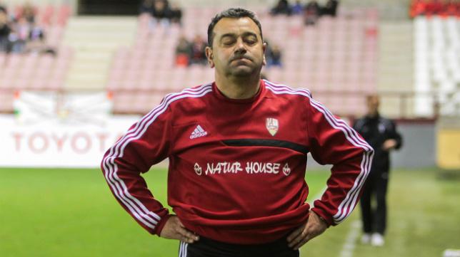 Carlos Pouso cumple su segunda temporada al frente del conjunto riojano.