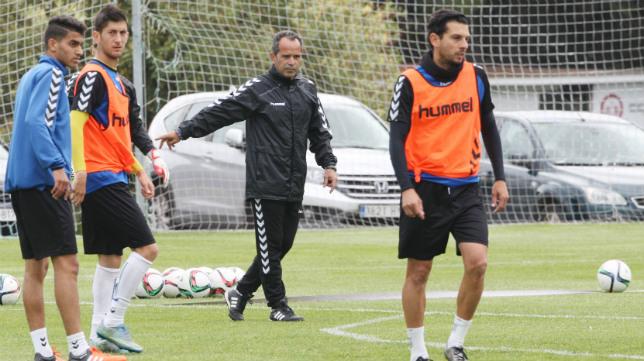 Álvaro Cervera, junto a Kalou, Fran Machado y Mantecón.