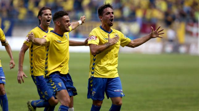 Carlos Calvo celebra con rabia su gol ante el Hércules en la eliminatoria del ascenso.