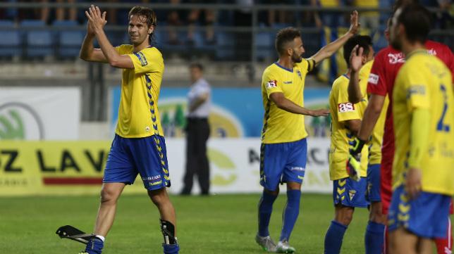 David Sánchez agradece el apoyo de la afición al término del partido ante el Racing.