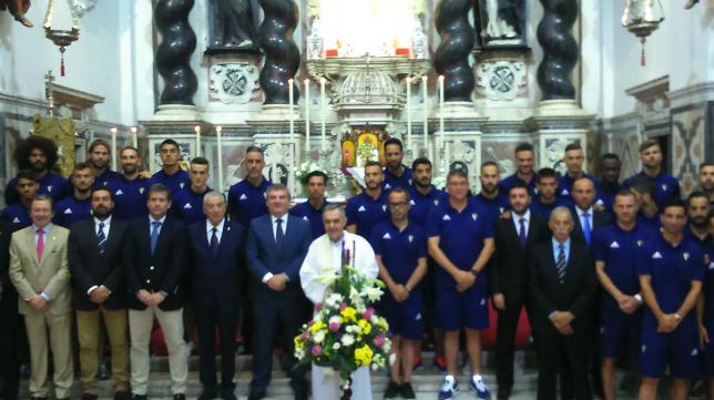 El Cádiz CF ofreció su ascenso a la Patrona de la ciudad.