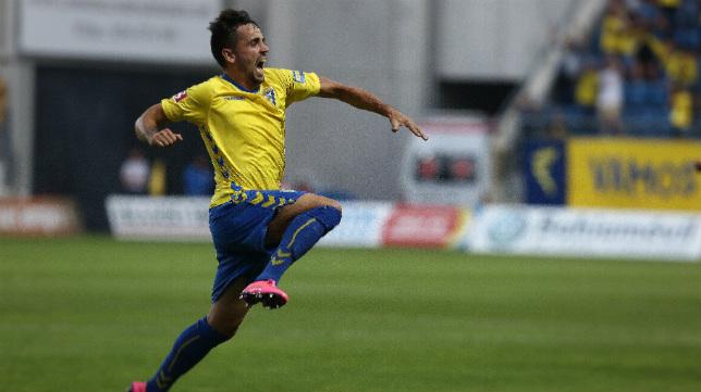 Carlos Calvo celebra el gol ante el Hércules