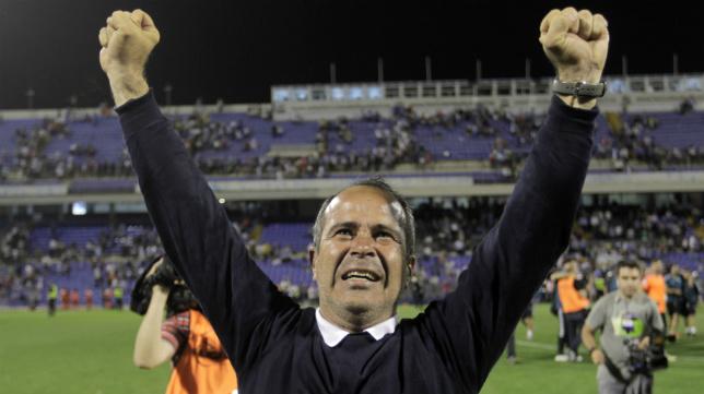 Álvaro Cervera celebra el ascenso conseguido en el Rico Pérez de Alicante