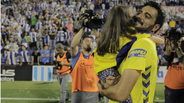 Dani Güiza celebrando el ascenso en el Rico Pérez