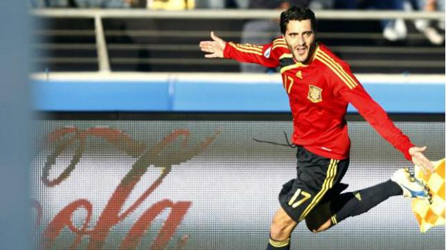 Dani Güiza celebra un gol con España