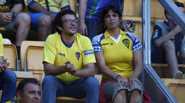 El alcalde gaditano José María González 'Kichi' y su compañera Teresa Rodríguez en el Fondo Sur de Carranza