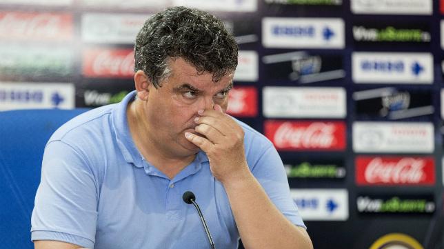 Onésimo, acalorado, en la sala de prensa del Rico Pérez, nada más caer eliminado ante el Hércules.