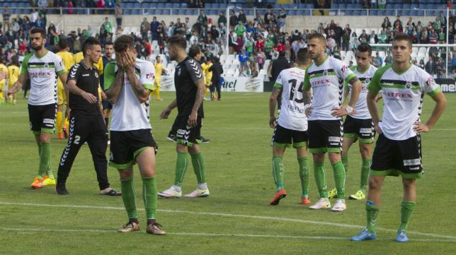 Los futbolistas del Racing de Santander acabaron muy tocados tras el partido con el Reus.