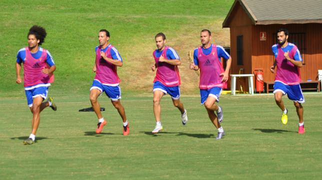 Aridane, Migue, Aitor, Despotovic y Güiza, en pleno sprint.