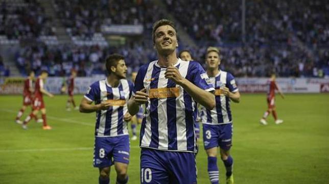 Manu Barreiro marca un gol con el Alavés.