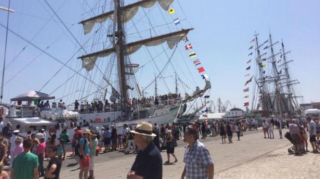 El puerto de Cádiz acogerá la presentación de las camisetas como motivo de la Regata de Grandes Veleros