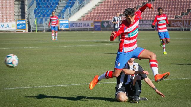 Nico Hidalgo, jugando con el Granada B.