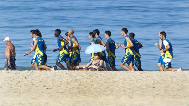 El Cádiz CF suele entrenar casi todos los veranos en su playa.