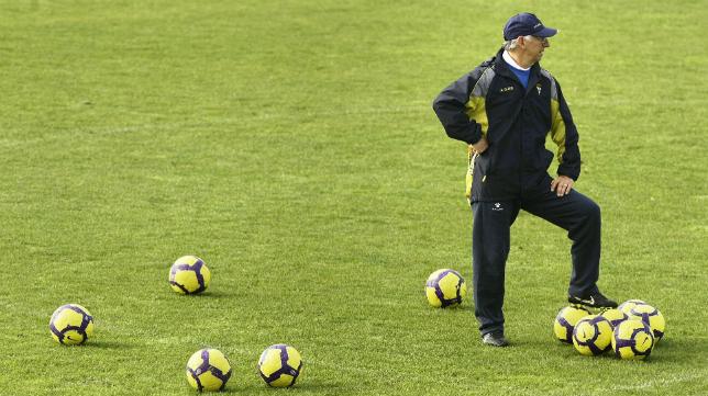 Víctor, en su tercera etapa como entrenador del Cádiz CF (temporada 2009-10).