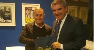 Vizcaíno con el representante de Boca Juniors Royco Ferrari