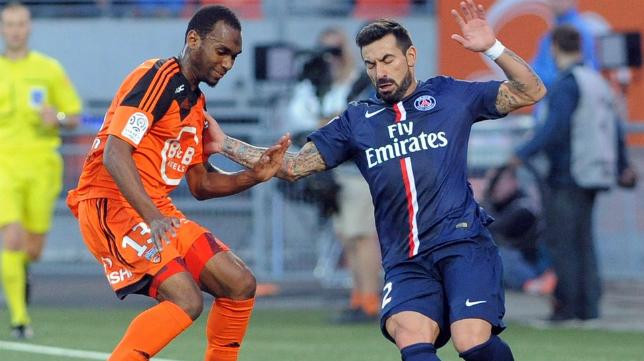 Abdullah, nuevo jugador del Cádiz CF, en un partido con el Lorient ante el PSG en la Ligue 1