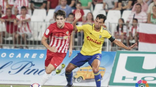 El Almería, en la imagen en el estreno liguero ante el Cádiz CF.