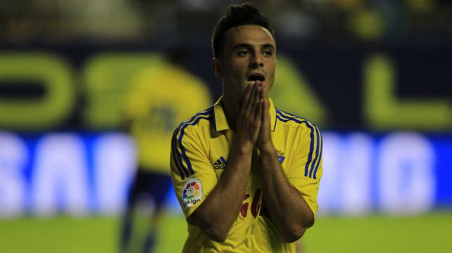 Álvaro García se lamenta tras una ocasión desperdiciada.