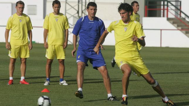 El Cádiz CF que ascendió con Gracia en Irún preparó el retorno a Segunda en Benalup.