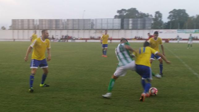 Momento del partido del Cádiz ante el Betis B en Rota