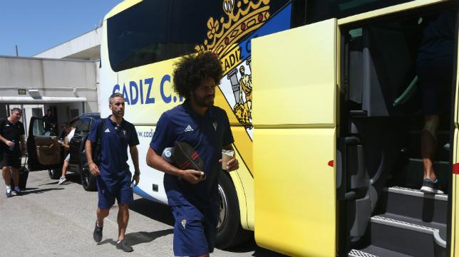 El Cádiz CF, que visitará al Tenerife este fin de semana, viajará en bus, tren y avión