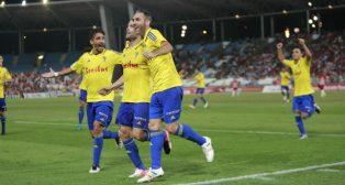Ortuño celebra el gol en Almería con sus compañeros