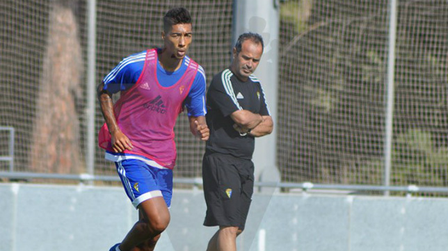 Eddy Silvestre, entrenando a las órdenes de Cervera durante su etapa en el Cádiz CF.