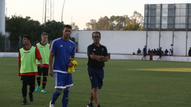 Álvaro Cervera en el terreno de juego del Puntas  Vela de Rota
