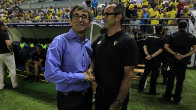 Fernando Vázquez saluda a Álvaro Cervera.