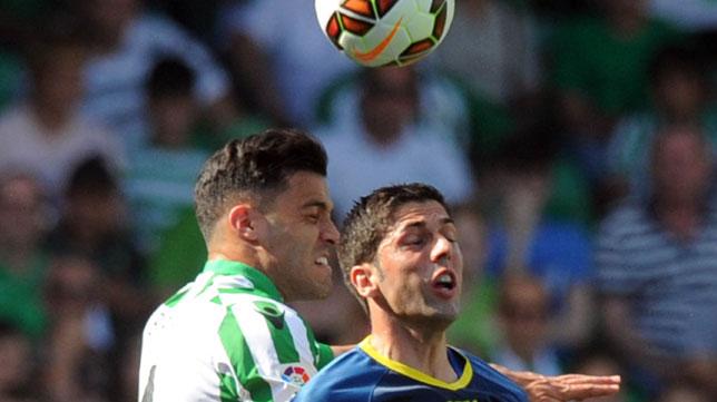 Juanjo, en su etapa con el Llagostera en un encuentro ante el Betis