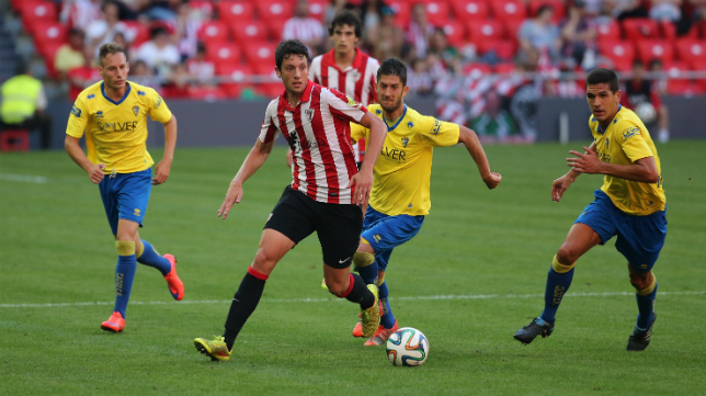 Mikel Vesga, en el choque de San Mamés ante el Cádiz CF.