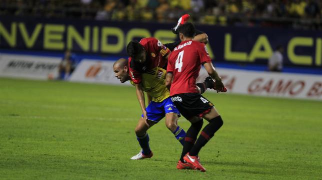 Ortuño se fajó con la defensa mallorquinista.
