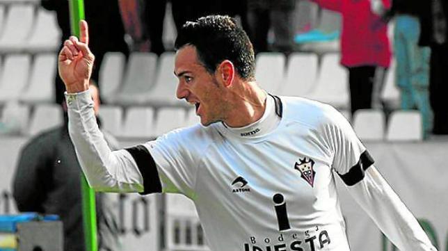 Rubén Cruz celebra un gol en Albacete