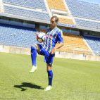 Gorka Santamaría en su presentación como jugador del Cádiz CF