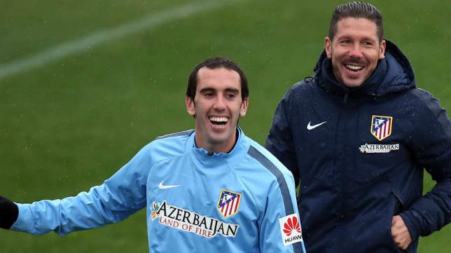 Godín y Simeone en un entrenamiento del Atlético