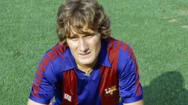 Allan Simonsen con la camiseta del Barcelona