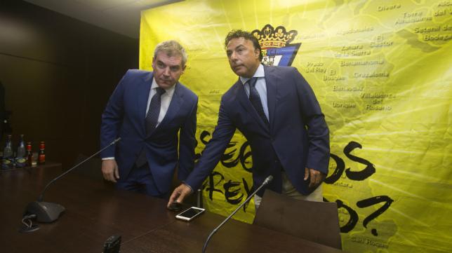 Manolo Vizcaíno y Quique Pina en una rueda de prensa