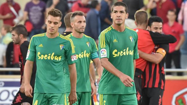 Brian, Servando y Garrido tras encajar el gol del Reus