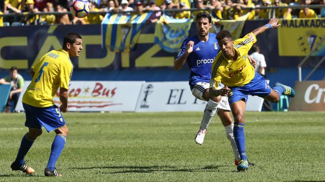 Eddy Silvestre y Garrido formaron el centro del campo ante el Oviedo.