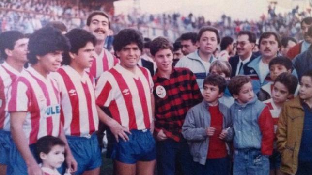 Los hermanos Diego, Hugo y Lalo Maradona jugaron un amistoso en Los Cármenes.